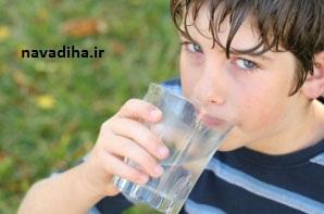خوردن آب هنگام غذا؛ بیشتر بدانید