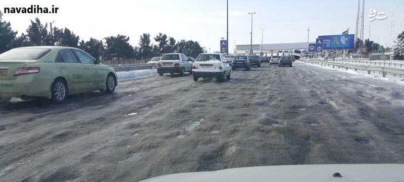 فاجعه مدیریتی در اتوبان تهران_ قم در اثر بارش برف