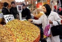 بازار شلوغ و پر زرق و برق شب عید؛ جایی برای تفریح، نه خرید