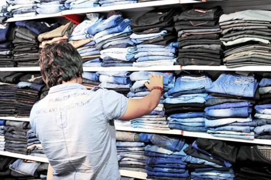 ساعتی ۶ کانتینر پوشاک از ترکیه وارد کشور میشود/ این حجم قاچاق نمیتواند از طریق کوه و کوله بری باشد