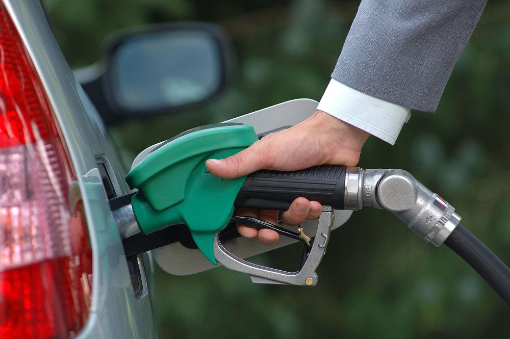 گرانی بنزین چه بر سر اقتصاد کشور می آورد؟/ دغدغه مردم تنها به نرخ حمل و نقل خلاصه نمی شود