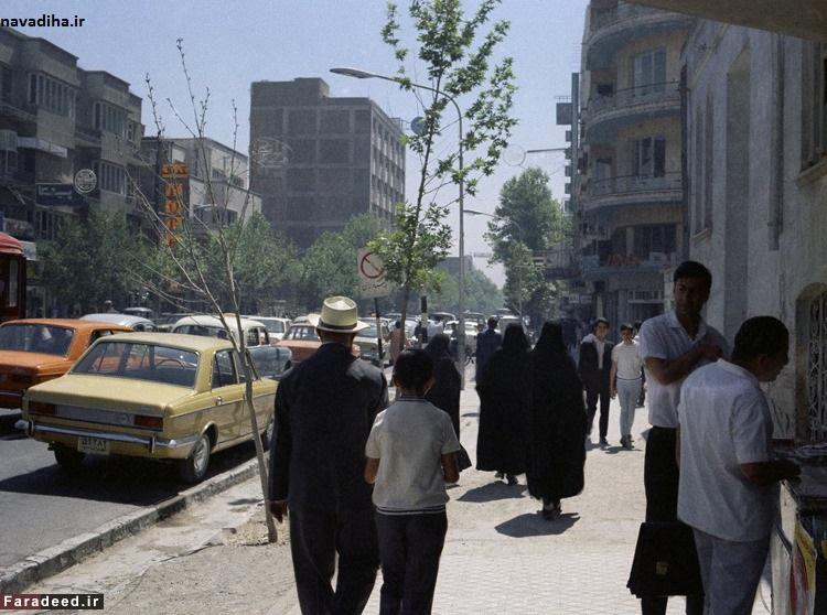 یه سوال رو تو بالاشهر و پایین شهر تهران پرسید؛❓با یارانتون چیکار می کنید؟!پایین: قسط میدم!بالا: دوسیخ کوبیده میخورم!