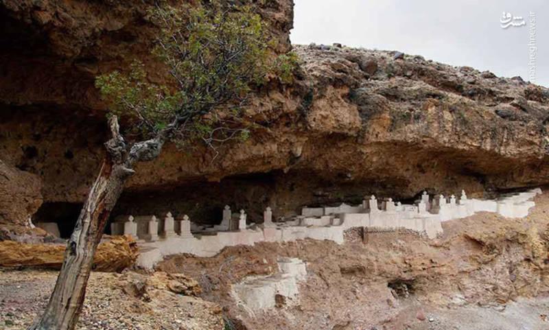 عکس قبرستانی عجیب در سیستان و بلوچستان