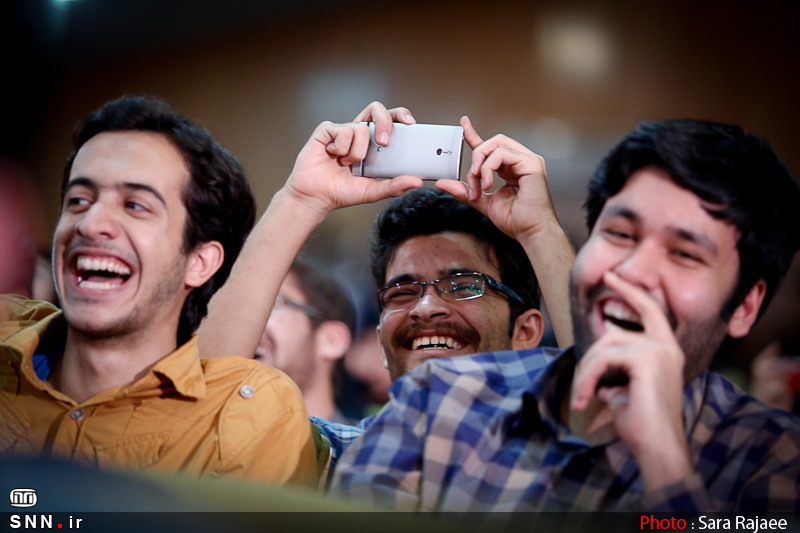 جشن دکتر سلام و آزادی بیان در دولت روحانی!/خفه کردن دانشجویان آن هم برای گرفتن جشن!/وقتی دولت تحمل طنز را هم ندارد