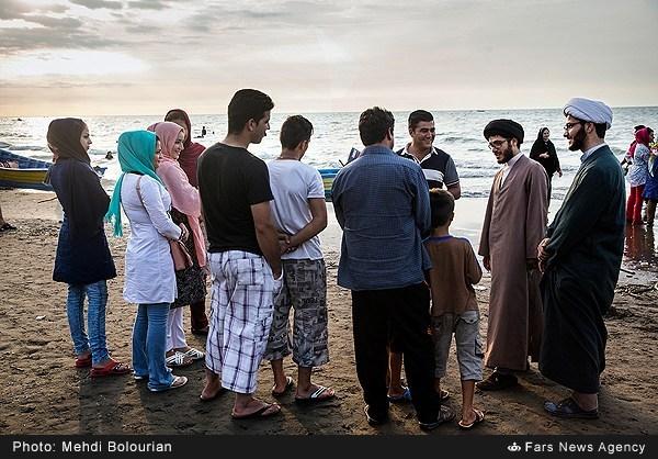 عکسهای جالب از حضور روحانیون در سواحل خزر برای تبلیغ