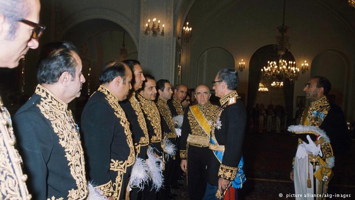 کلیپ جالب قیمت دلار زمان شاه پهلوی و مصاحبه با مردم